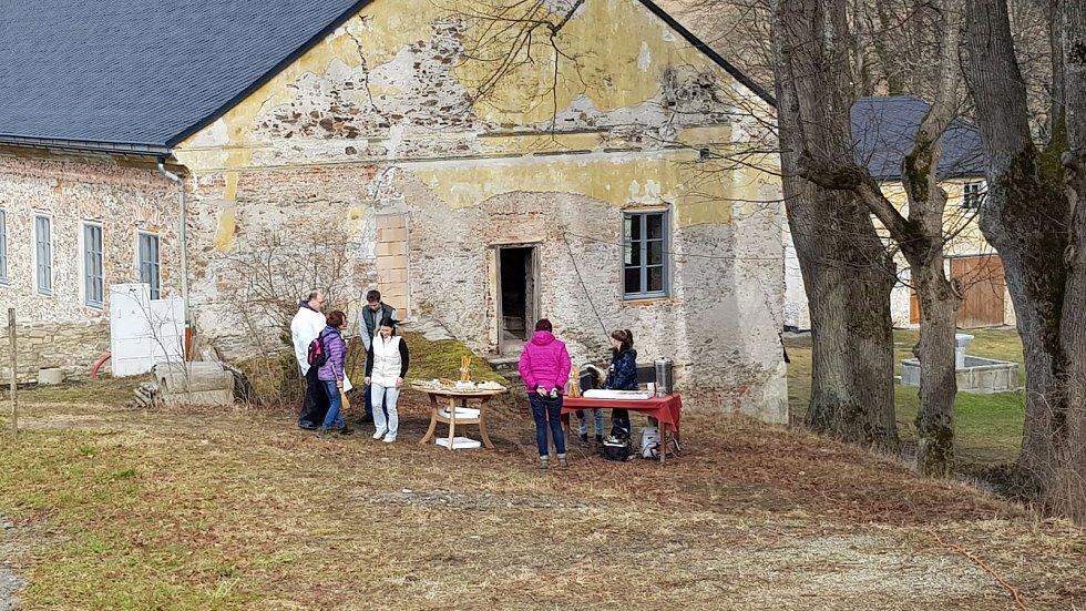 Žehnání kříže v Palvínově.