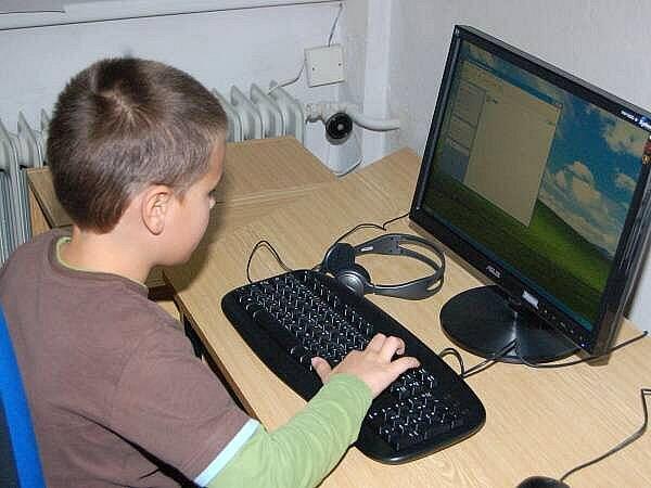 Počítačová učebna v dlouhoveské škole