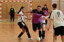 Dívčí amatérská fotbalová liga Klatovy PS Křeč Mochtín (fialové dresy) vs. Vodní Panterky