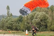 Parašutisté soutěžili o český titul 2015