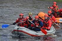 V Horažďovicích se sešli hasiči zKlatov, Horažďovic, Sušice a Železné Rudy, aby se účastnili fyzicky náročného výcviku na tekoucí vodě.