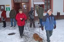 Tradiční pochod proti jadernému odpadu v Chanovicích přilákal skoro tři sta lidí.