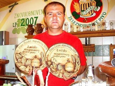 František Strnad mladší je držitelem ocenění za druhé nejlepší tmavé pivo a nejlepší světlé pivo  roku 2009 v kategorii minipivovarů.