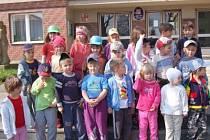 Děti z Mateřské školy v Chudenicích na vycházce.