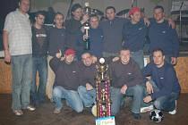 Po 18 zápasech 14 výher, 2 remízy, 2 prohry, skóre 79:28 a 44 bodů. To je bilance vítězného týmu letní části 11. ročníku klatovské amatérské ligy v malé kopané Karpem 2007.
