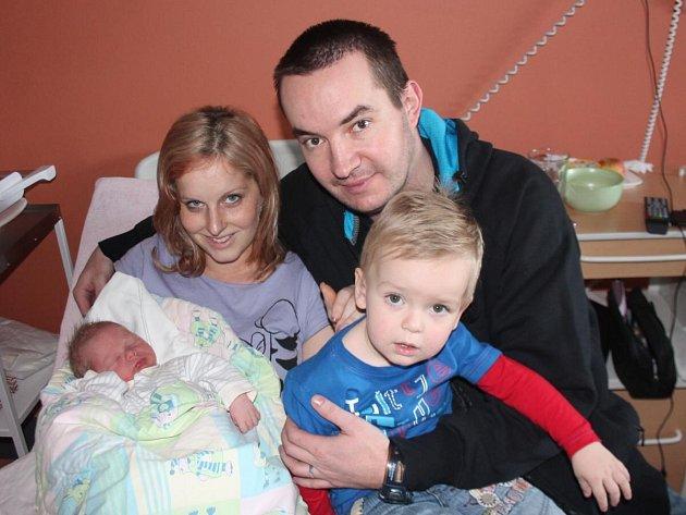 Kristián Beran z Klatov (3750 gramů, 52 cm) se narodil v klatovské porodnici 7. února ve 20.43 hodin. Rodiče Dita a Petr věděli dopředu, že Daniel (2) bude mít brášku, a chlapečka na svět přivítali společně.
