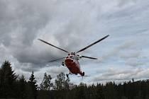 Z osmého ročníku Bezpečné Šumavy. Nejvíce se návštěvníci těšili na ukázku letu vrtulníku.
