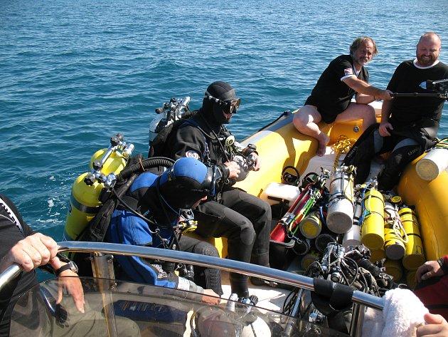 Czech Diving Team při potápění kponorce U16.