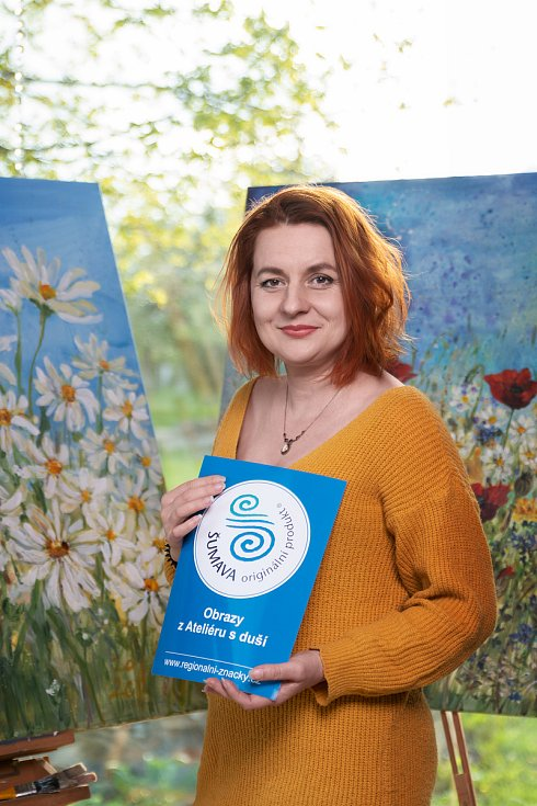 Malířka Jaroslava Papežová získala za své obrazy ocenění ŠUMAVA originální produkt.