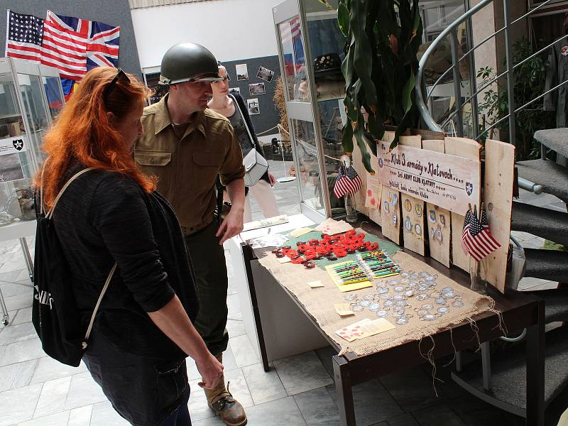 Ukázka techniky čs. obrněné brigády a výstava Orel a lev na perutích svobody v klatovském kulturním domě