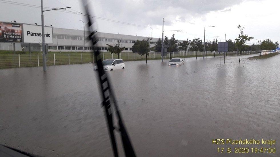 Bleskové povodně v Plzni na Borských polích.