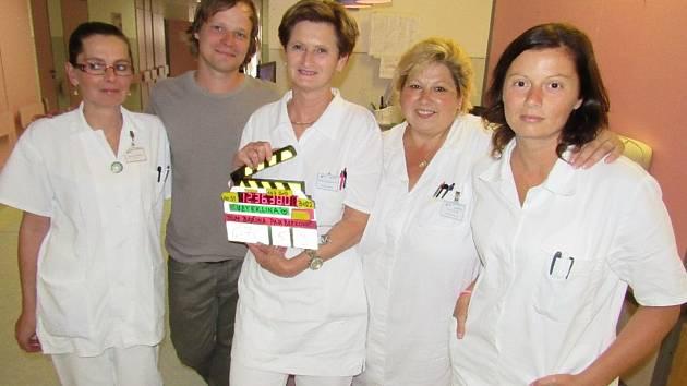V sušické nemocnici točili filmaři klíčovou scénu seriálu Vzteklina.