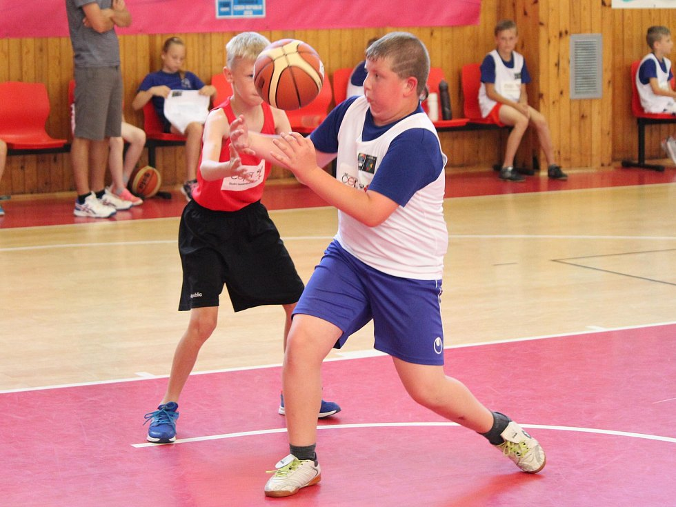 Krajské kvalifikační kolo Junior NBA 2018 v Klatovech: ZŠ Švihov (červené dresy) - ZŠ Mrákov