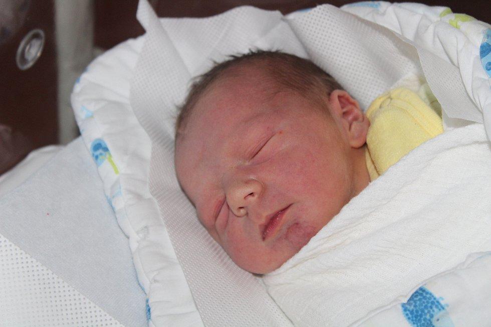 Alois Krýsl z Klatov (3560 g, 50 cm) se narodil v klatovské porodnici 29. srpna ve 21.24 hodin. Rodiče Lucie a Alois vítali očekávaného syna na světě společně. Na brášku se těší Liliana (5).
