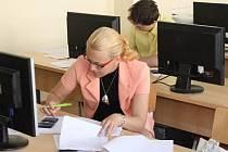 Praktickou zkoušku z odborných předmětů skládali v pátek studenti oboru management ve strojírenství SPŠ Klatovy.