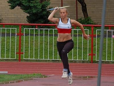 Veronika Fialová z Atletiky Klatovy vyhrála víceboj v kategorii starších žákyň
