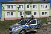 Policisté, kteří zachránili muži život.