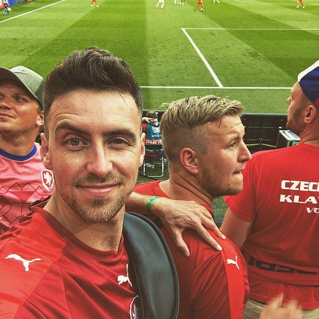 Tomáš György se svými přáteli vBudapešti na osmifinále ME Česko vs. Nizozemsko 2:0.