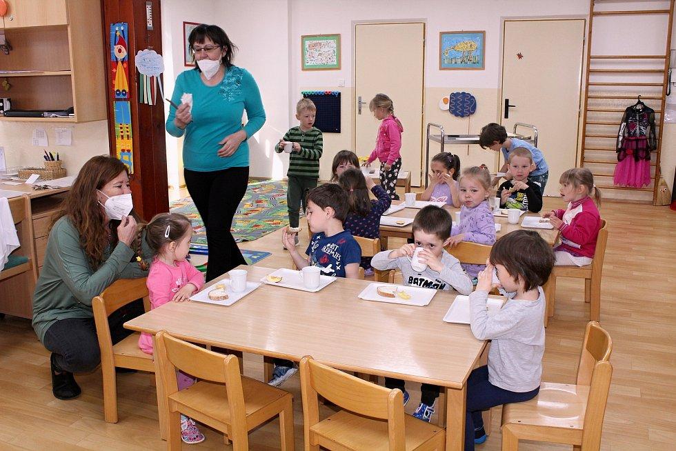 Návrat dětí do mateřských škol v Klatovech.