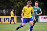 Fotbalisté Hrádku (na archivním snímku hráč ve žlutém dresu) vstoupili do nové sezony brilantně.