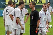 S mladičkým rozhodčím Vlčkem si fotbalisté Klatov do oka rozhodně nepadli.