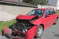 Nehoda tří aut v Beňovech.