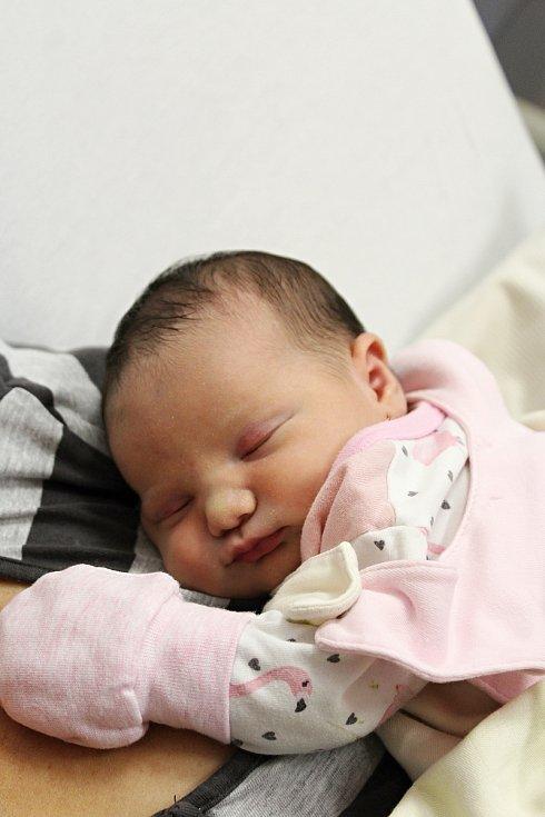 Anežka Haladová zMochtína se narodila vklatovské porodnici 22. července v8:09 hodin (3410 g, 49 cm). Na malou Anežku se doma těší Adélka (5) sAdamem (3). Pohlaví svého třetího miminka věděli rodiče Lucie a Filip dopředu.