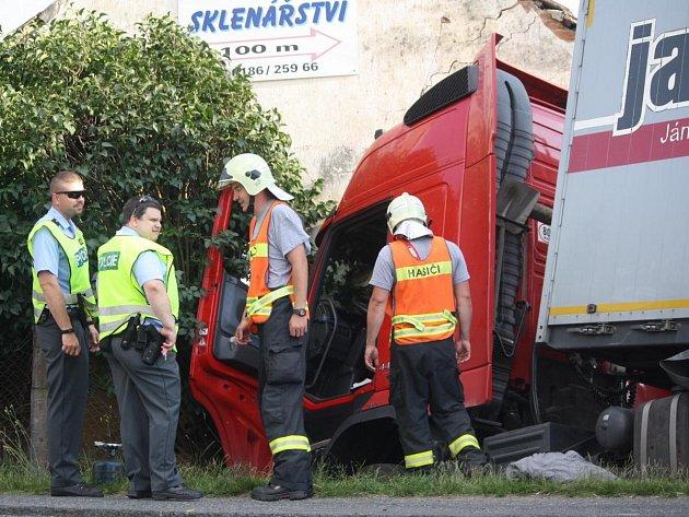 Nehoda kamionu v Mochtíně.