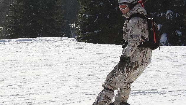 Ve ski areálu Špičák bylo o víkendu plno.