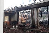Požár dvou stodol v Dobroticích.