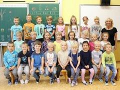 Žáci 1. B ze ZŠ Sušice, Lerchova ulice s třídní učitelkou Ivanou Katrušákovou.