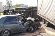 K dopravní nehodě došlo v úterý před polednem u vjezdu do průmyslové zóny bývalých kasáren v Janovicích nad Úhlavou