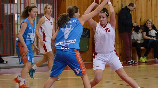 Liga junioreK. BK Klatovy (v bílém) - DBaK 62:47.