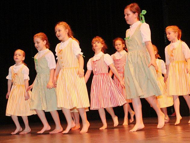 V divadle v Klatovech se v úterý 21. března konala Krajská přehlídka dětského scénického tance.
