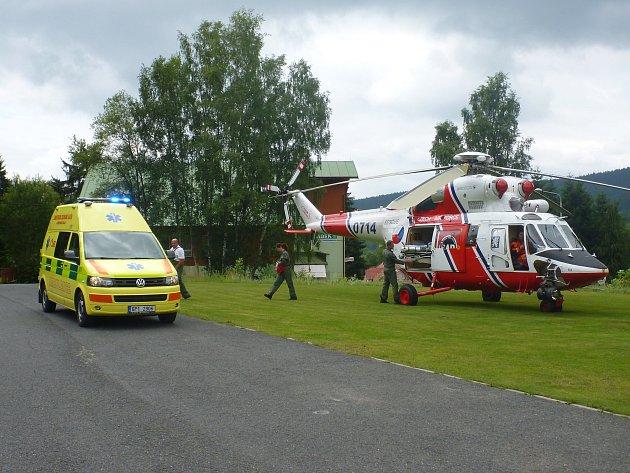 Vrtulník sice na Špičák přiletěl, vzápětí byl však odvolán k závažnějšímu případu.