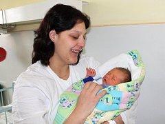 Adam Svoboda ze Sušice se narodil v klatovské porodnici 16. února ve 14.25 hodin. Vážil 3150 gramů a měřil 49 cm. Rodiče Žaneta a Vladimír věděli dopředu, že Natálce (6) přinesou domů bratříčka. Tatínek synka přivítal na svět přímo na porodním sále.