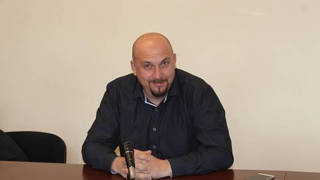 Policista David Žák u klatovského soudu.