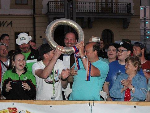 Cíl 53. Rallye Šumava Klatovy na náměstí Míru v Klatovech