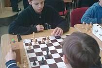 ŠACHISTÉ si zahráli o postup na kraj. Na snímku je Vojtěch Lavička z Masarykovy ZŠ Klatovy v kategorii mladších žáků.