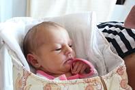 Veronika Urbanová z Měčína (3150 g, 49 cm) se narodila 24. července v 12.06 hodin v klatovské porodnici. Rodiče Lucie a Tomáš věděli, že Kristýna (18 let) a Daniela (15 let) budou mít sestřičku. Foto: Deník/Lucie Kohoutová