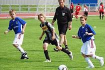 Sušičtí žáci (šedé dresy) remizovali ve skupině A s vrstevníky z Viktorie Žižkov 0:0