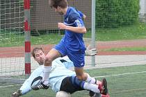 Kapitol liga v malé kopané: AFK Bidlo (v modrém) - Magic Klatovy 9:2.