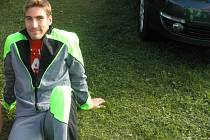 Olympijský vítěz David Svoboda si skočil na klatovském letišti s padákem
