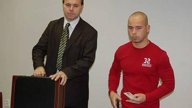 Jan Flosman (vpravo) se svým advokátem.