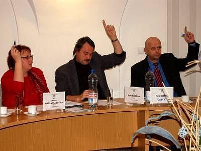Sušičtí zastupitelé Milena Naglmüllerová, místostarosta  Petr Kocman a starosta Petr Mottl při středečním jednání.