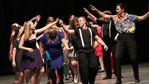 Ve víru tance aneb Rebelové v klatovském divadle.