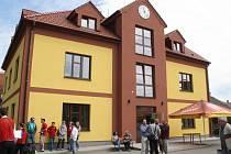 Otevření multifunkčního domu v Dolanech.