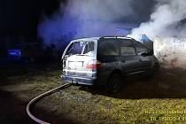 Požár aut ve Velkém Boru.