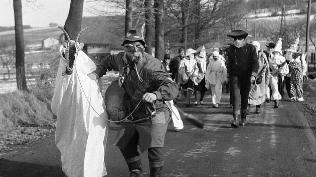 Masopust ve Skelné Huti v roce 1955.