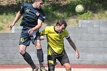 Kapitol liga v malé kopané: ANFK Černý uhlí (ve žlutém) - Red Dogs Kal 1:5.